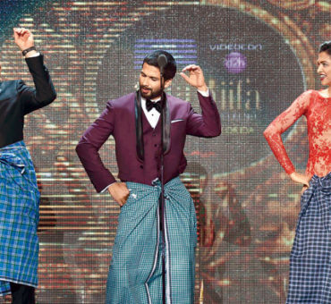 Kevin Spacey's Hollywood meets Bollywood Lungi Dance steals show!